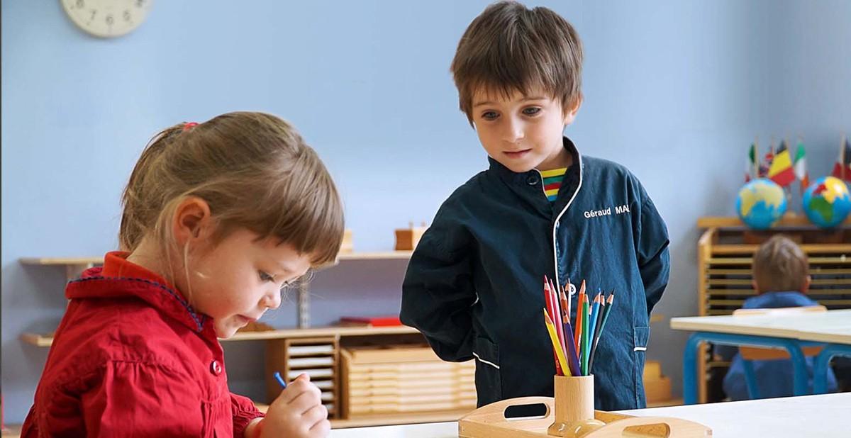 Le maître est l'enfant: découverte de la pédagogie Montessori